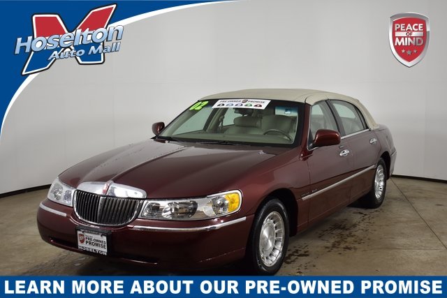 Pre-Owned 2002 Lincoln Town Car Executive